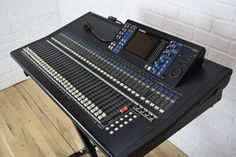 Yamaha LS9-32 digital mixing console excellent-used audio mixer for sale