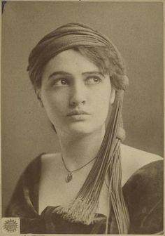 Canadian actress Julia Arthur, 1890s