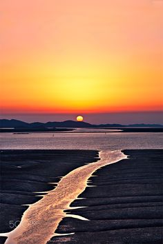 ~~Sunset   beach landscape, Korea   by Park ddoven~~