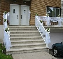 Simple Wedding Decorations for House . Inspirational Simple Wedding Decorations for House . Wedding Wedding event Decoration Ideas Most Inspiring Wedding Staircase Decoration, Wedding Stairs, Simple Wedding Decorations, Tulle Decorations, Flower Girl Bouquet, Apartment Balcony Decorating, Stair Decor, Balcony Design, Balcony Ideas