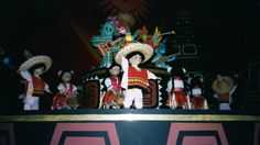 Mexico scene, It's A Small World