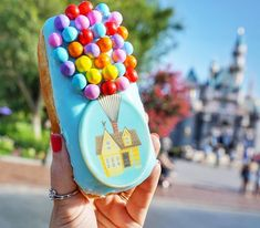 I found the UP donut and it lives up to the hype yall. I almost didnt want to eat it. But I totally did. I found the UP donut and it lives up to the hype yall. I almost didnt want to eat it. But I totally did. Disney Desserts, Disney Snacks, Disney Trips, Comida Disneyland, Disneyland Paris, Disneyland California, Disney Themed Food, Disney World Food, Disney Magic