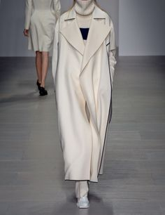 See the entire collection from the J. JS Lee Fall 2014 Ready-to-Wear runway show. London Fashion Weeks, Milan Fashion, Boho Fashion, Winter Fashion, Fashion Show, Fashion Looks, French Fashion, Warm Outfits, Fall Winter Outfits