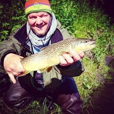 Ok, just one more.. throwback sunday and all. Few years back this fisherman invited me to join him at his secret rivers of Helgeland.  #steinflua #fluefiske #flyfishing #fishing #lamsonfleet #looptackle #simmsfishing #visitnorway  #catchandrelease #freshwater #trout #ørret #guideline #water #oceankayak #fishpondusa #throwback #love #igers #instacool #smile