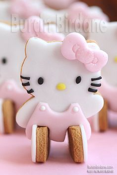 Hello Kitty cookie from the cookie cutter Cookies Hello Kitty, Torta Hello Kitty, Chat Hello Kitty, Hello Kitty Birthday, Galletas Cookies, Iced Cookies, Cute Cookies, Cupcake Cookies, Ladybug Cupcakes