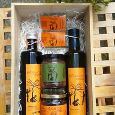 A beautiful gift for every cook! A package of Hella Oil extra virgin olive oil, Kalamata olives, olive paste and wild herbs!