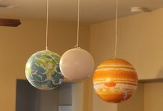 Decoration: inflatable planet balloons