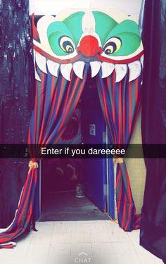 Halloween Circus, Halloween Haunted Houses, Halloween Themes, Halloween Diy, Halloween Decorations, Carnival Decorations, Haunted House Decorations, Carnival Themes, Haunted Carnival