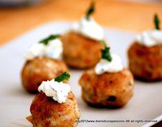 Polpettine di seppie con salsa allo yogurt greco, basilico e limone.