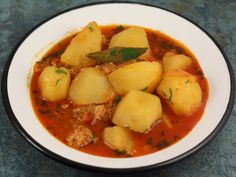 Tocanita de cartofi cu ton Thai Red Curry, Carne, Potato Salad, Tapas, Potatoes, Ethnic Recipes, Potato