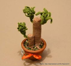 """Beneaugurante ed anti-stress ecco il tronchetto della felicità."" Crochet Tree, Crochet 101, Crochet Cactus, Crochet Flowers, Crochet Patterns, Flower Vases, Flower Pots, Plant Fungus, Crocheting"