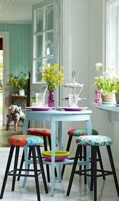 Cottage ● Breakfast Table