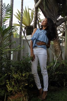 white denim, that shoulder top - trend, ripped white denim, casual dinner look, lunch date