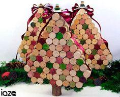 DIY: Decoração natalina http://blog.iazamoveisdemadeira.com.br/meio-ambiente/diy-8-enfeites-reciclaveis-para-decoracao-natalina/27/