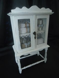Adorable Shabby chic linencabinet 1/12th scale
