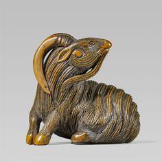 A boxwood netsuke of a recumbent, long-haired goat. 19th century, Auktion 1092 Asiatische Kunst I Indien, Südostasien und Japan, Lot 670
