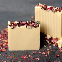 I'm a huge fan of fancy swirled tops, but for this recipe I decided to switch things up. This orange-scented soap is piled high with orange peels and rose petals, and the rich orange color comes from paprika — yes, the same paprika that's probably in your kitchen! Herbs, botanicals and spices as colorants are …
