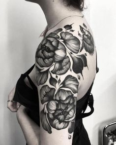 Arm Tattoos For Women – Image Ideas – Tattoos Piercings Girl Arm Tattoos, Upper Arm Tattoos, Side Tattoos, Sleeve Tattoos, Tatoos, Epic Tattoo, Badass Tattoos, Cover Tattoo, Tattoo Man