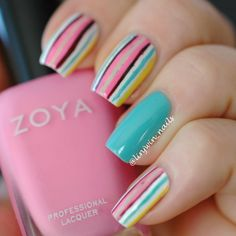 The plain blue colored nail polish between the other fingers looks superb. The glossy finish makes it look heavenly.