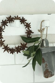 LILLA BLANKA: Sommar och julpyssel ~ Summer and Xmas crafts - That star anise wreath is adorable and I bet it smells fantastic, too.