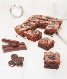 Brownie de chocolate y galletas Oreo / http://www.elobradordejavi.com/
