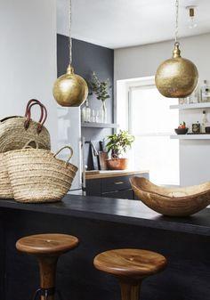 Top Design Trends of 2019 Kitchen Interior, Home Interior Design, Interior Styling, Industrial Style Lighting, Cool Lighting, Pantone, Vogue Home, Minimal Kitchen, Mid Century Lighting