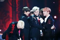 "•161119 BTS receiving DAESANG ""Album of the Year"" @ Melon Music Awards 