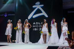 PROTOTIPOS NOVIA....IBICENCO...COMBINANTO TODO TIPO DE TELAS Y PUNTILLAS.... TE ARRIESGAS.... Crown, Jewelry, Fashion, Boyfriends, Style, Moda, Corona, Jewlery, Jewerly