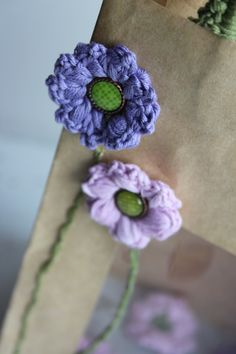 Venster tasjes pimpen Couture, Diy Crochet, Crochet Clothes, Crochet Flowers, Crochet Projects, Crochet Earrings, Projects To Try, Crochet Patterns, Leaves