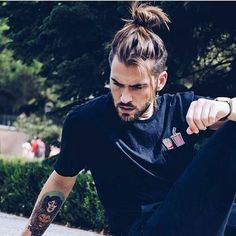 This needs to be a lace wig for me, that I can tie into a top knot / man bun. Man Bun Hairstyles, Older Women Hairstyles, Fringe Hairstyles, Haircuts For Men, Stylish Hairstyles, Haircut Men, Long Haircuts, Style Hairstyle, Hairstyles 2018