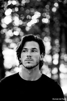 John Matthew-Gaspard Ulliel is Jimmy (Stage Dive) Trendy Haircuts, Haircuts For Men, Guys Long Hairstyles, Short Hairstyle, Latest Hairstyles, Medium Hair Styles, Curly Hair Styles, Gaspard Ulliel, Girl Interrupted