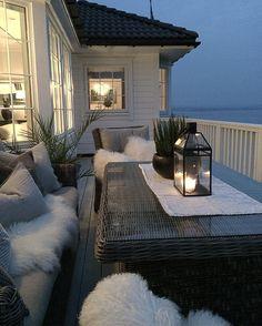 Adirondack for Patio Decor Apartment Balcony Decorating, Apartment Balconies, Outdoor Spaces, Outdoor Living, Outdoor Decor, Patio Design, Exterior Design, Cosy Home, Porch And Balcony