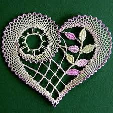 Just in time for Valentine's Day - look at this beautiful bobbin lace heart! Crochet Motif, Irish Crochet, Crochet Designs, Crochet Doilies, Crochet Lace, Crochet Patterns, Crochet Hearts, Bobbin Lacemaking, Lace Art