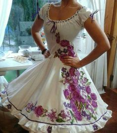 Imagen relacionada Pretty Dresses, Beautiful Dresses, Traditional Mexican Dress, Ruffle Swimsuit, Mexican Dresses, Dance Outfits, Dress Collection, Passion For Fashion, Vintage Outfits