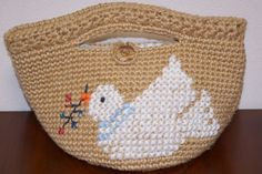 国産(コクヨ)の麻紐で編んだマルシェバッグです。底は円形になっています。アクリルの毛糸で、白い鳩をクロスステッチで入れてみました。昭和レトロなかわいらしさが出...|ハンドメイド、手作り、手仕事品の通販・販売・購入ならCreema。
