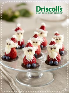 Strawberry Santas from Driscoll's Berries Christmas Snacks, Christmas Appetizers, Christmas Desserts, Holiday Treats, Christmas Baking, Holiday Recipes, Christmas Goodies, Christmas Chocolate, Holiday Parties
