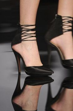 """Chapter 18 """"Modern Warfare"""" (Second Outfit Lair): Laced up black pumps."""