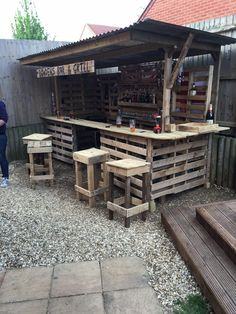 #Bar, #Easy, #Outdoor, #RecyclingWoodPallets, #Stool, #TikiBar So, my step-son and daughter-in-law to be decided they needed an outside bar to complement their decking in their party garden. Yours truly decided that it would make an excellent wedding present. Costing it initially in sawn treated timber proved