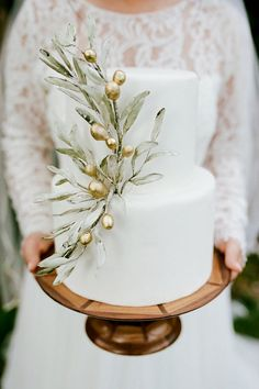 Gold Wedding Cakes Olive branch wedding cake - Style and design your wedding like a wedding in Tuscany. Floral Wedding Cakes, Elegant Wedding Cakes, Wedding Cake Designs, Wedding Cake Toppers, Cake Wedding, Vintage Wedding Cakes, Wedding Shoes, Wedding Favors, Wedding Invitations