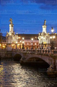 Puente de María Cristina. San Sebastián, Gipuzkoa, Euskadi The Places Youll Go, Places Ive Been, Places To Visit, Beautiful Sites, Beautiful Places, San Sebastian Spain, Spanish Towns, Lets Run Away, Basque Country