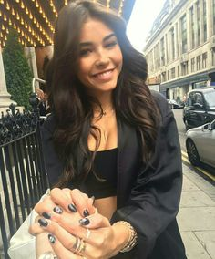 Madison with a fan outside of her hotel in London, England today! #MadisonBeer (June 2nd, 2017)