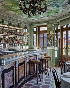 Restaurant Le Chardenoux in Paris French Cafe, French Bistro, Traditional Interior, Contemporary Interior Design, Art Nouveau, Green Color Schemes, Parisian Apartment, Paris Restaurants, Cafe Interior