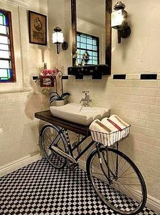 Upcycling konzept mit Fahrrad vintage badezimmer waschbecken Upcycling concept with bicycle vintage bathroom sink Unique Home Decor, Home Decor Styles, Cheap Home Decor, Vintage Home Decor, Diy Home Decor, Vintage Ideas, Room Decor, Wall Decor, Vintage Bathroom Sinks