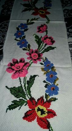 This Pin was discovered by Ays Cross Stitch Bookmarks, Cross Stitch Borders, Cross Stitch Rose, Cross Stitch Flowers, Cross Stitch Embroidery, Cross Stitch Patterns, Hand Embroidery Flowers, Satin Stitch, Loom Beading