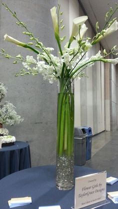 Simple yet elegant! #weddinginspiration from #bridalbazaar #sandiego #callalily #centerpiece Spring Flower Arrangements, Table Arrangements, Floral Centerpieces, Spring Flowers, Wedding Centerpieces, Wedding Table, Floral Arrangements, Calla Lillies, Calla Lily