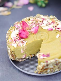 Raw Avocado Cake {Free from: oils, coconut, gluten & grains, nuts, dairy, and refined sugars}