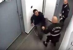 Βίντεο με άγριο ξυλοδαρμό κρατουμένου από αστυνομικούς στην Κύπρο. Το περιστατικό, είχε συμβεί τον Φεβρουάριο του 2014, στα αστυνομικά κρατητήρια της πόλης Χρυσοχούς αλλά το δεκάλεπτο βίντεο δημοσιοποιήθηκε τώρα (Αύγουστος 2015).