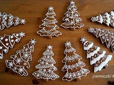 Pepperkaker – Gift World Christmas Sugar Cookies, Christmas Sweets, Christmas Cooking, Noel Christmas, Christmas Goodies, Holiday Cookies, Christmas Candy, Christmas Crafts, Christmas Gingerbread House