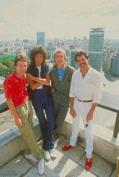 Queen Photos, Queen Pictures, Band Pictures, Queen Freddie Mercury, Queen Band, John Deacon, Rock And Roll, Queen Ii, We Are The Champions