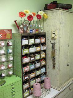 53 storage and organisation ideas for creative people - Creatistic Arts And Crafts Storage, Creative Arts And Crafts, Craft Room Storage, Space Crafts, Craft Rooms, Craft Space, Storage Ideas, Storage Bins, Cardboard Storage